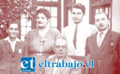 EL FUNDADOR.- Aquí tenemos al fundador de Diario El Trabajo, al centro, sentado, don Elías Juri Jacob, acompañado de su hija Rosa Juri y su yerno Víctor Juri Henríquez, junto a los hijos de ambos, Miguel Ricardo Juri (izquierda) y Víctor Juri.