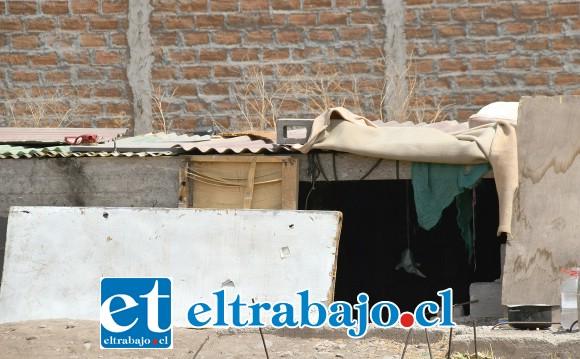 OSCUROS POZOS.- Diario El Trabajo pudo confirmar que sí viven personas en estas 'tumbas' del olvido.