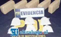 El procedimiento policial fue ejecutado por la PDI de Los Andes, incautando paquetes contenedores de clorhidrato de cocaína y pasta base en el Peaje La Vegas de Llay Llay.
