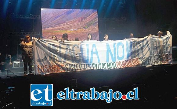 La noche de la presentación de Illapu  una pacífica intervención realizaron en el escenario.