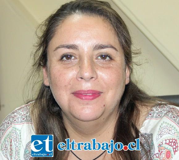 Funcionaria a cargo de la Oficina de Coordinaciones Comunitarias de la Municipalidad de San Felipe, María Ignacia López.
