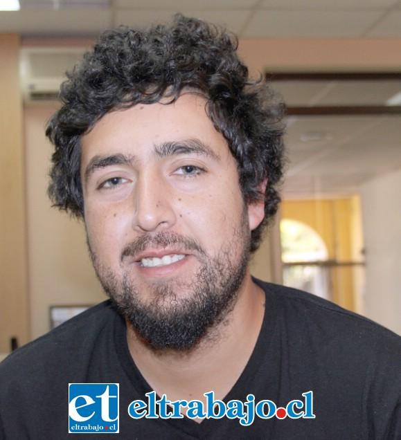 Nicolás Cabrera, escritor y cantautor de Radio Lennon.