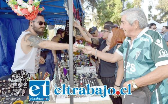 RICA HIDROMIEL.- Aquí tenemos a los productores de hidromiel Melikraton, con sus mejores productos medievales.