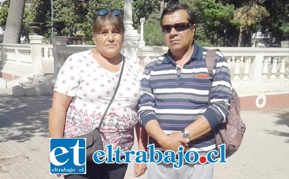 Nora y Marcos, hermana y tío del popular 'Juan de las Vacas', trágicamente fallecido en un accidente de tránsito.