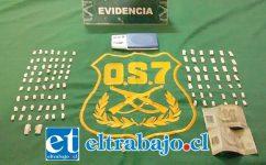 Personal del OS7 de Carabineros incautó papelillos y pasta base de cocaína a granel desde el domicilio del imputado en la población El Algarrobal de San Felipe. (Foto Archivo).