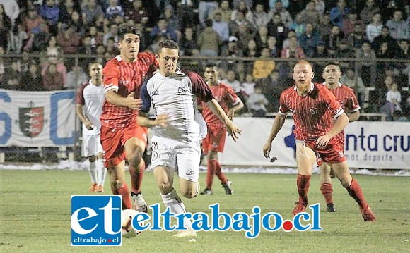Ante Santa Cruz el Uní Uní mostró escaso fútbol y solo se dedicó a defenderse, pero igual terminó con las manos vacías. (Foto gentileza: José Manuel Vera)