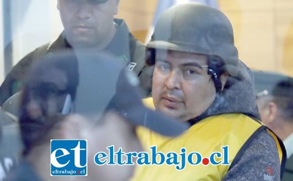 El imputado Miguel Andrés Espinoza Aravena debió ser fuertemente protegido durante su formalización en 2018.