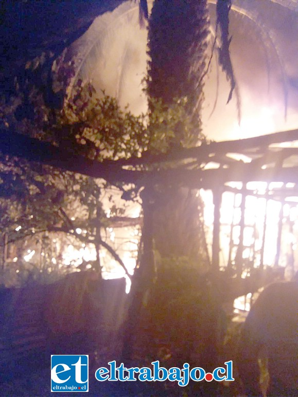 El fuego consumió en su totalidad la vivienda.