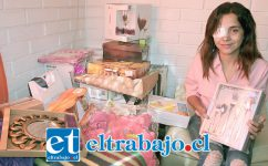 MUCHOS PREMIOS.- Aquí vemos a la joven Fernanda Ordóñez mostrando a Diario El Trabajo algunos de los premios que nuestros lectores siguen haciéndole llegar.