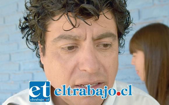 Director de la Escuela Manuel Rodríguez, Cristian González Cruz.