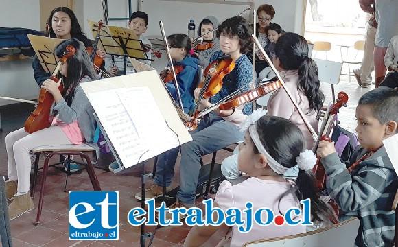 APRENDEN RÁPIDO.- Estos artistas infantiles buscan desarrollar y pulir sus talentos en este proyecto musical, serán las autoridades y empresas particulares las que pueden apoyarlos comprando instrumentos, o donando algunos usados.
