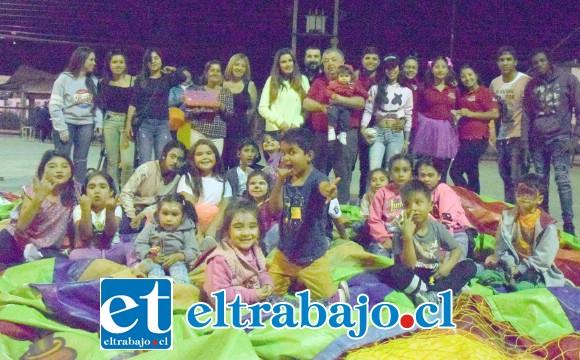 SÍ SE PUEDE.- Estos pequeñitos y sus papitos hicieron posible que se pudieran recaudar más de $300.000 a beneficio de la joven Fernanda.
