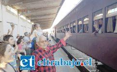 Cientos de llayllaínos dieron una gran bienvenida a cerca de 400 turistas que llegaron en tren al Valle del Aconcagua, tal como lo hacían hace más de 20 años.