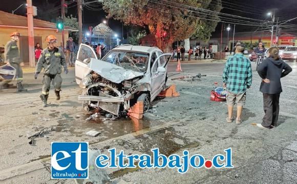 Los daños al vehículo revelan la violencia del impacto que habría tenido lugar aparentemente por una descoordinación de los semáforos, según denunciaron diversas personas a través de RRSS.