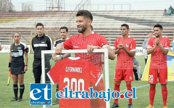 El capitán recibió un merecido homenaje por su partido número 300 defendiendo al Uní Uní.