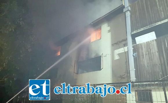 La falta de una escala mecánica dificultó la labor bomberil y contribuyó a aumentar el daño sufrido por los vecinos afectados.