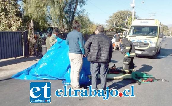 El funcionario de aseo municipal habría sido atropellado por un motociclista que se fugó la mañana de ayer miércoles en calle Principal del sector La Higuera en Santa María. (Fotografía: Emergencia Santa María).