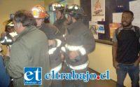Personal de bomberos logró liberar a los ocho ocupantes del ascensor.