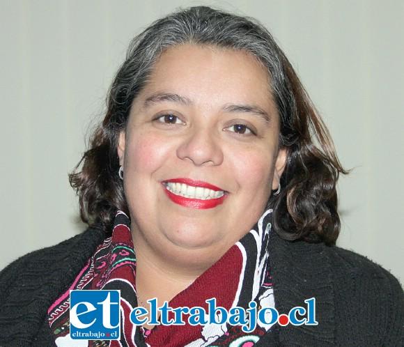 Educadora de párvulos y licenciada en Educación, Natalia Leiva Miranda, directora de la escuela.