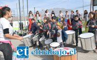 ESTRUENDOSA PRESENTACIÓN.- Tremendo carnaval armaron los niños de la Escuela José Manso de Velasco en la Esquina Colorada al mediodía de ayer jueves.