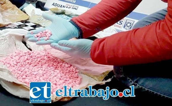 VENENO PURO.- Un total 2.010 comprimidos de Éxtasis con forma de búho, droga avaluada en 40 millones de pesos, decomisaron oficiales de Aduanas.