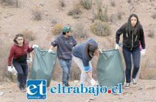 Conscientes de la importancia de preservar el entorno, los estudiantes tomaron la iniciativa y decidieron hacer un 'Limpieza Challenge' en lugares utilizados como microbasurales.