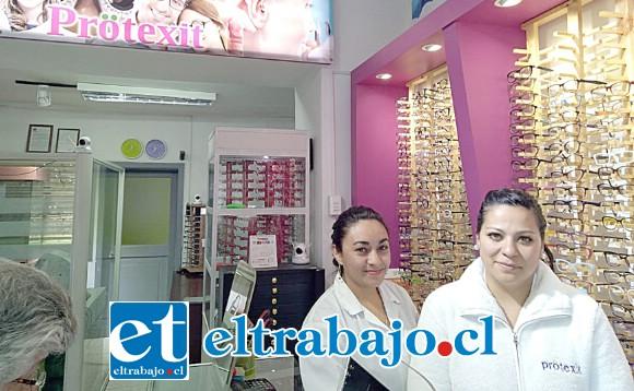 Personal de la Óptica Protexit que le donó los marcos para los lentes de su hijo Leonel.