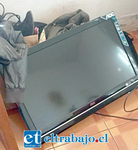 La TV en el suelo, lista para sacarla.