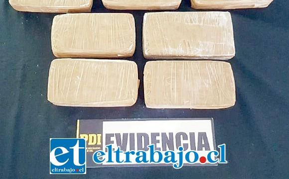 La Brigada Antinarcóticos de la PDI de Los Andes incautó los siete kilos de pasta base de cocaína en el Peaje Las Vegas de Llay Llay, destinados  a la región Metropolitana.