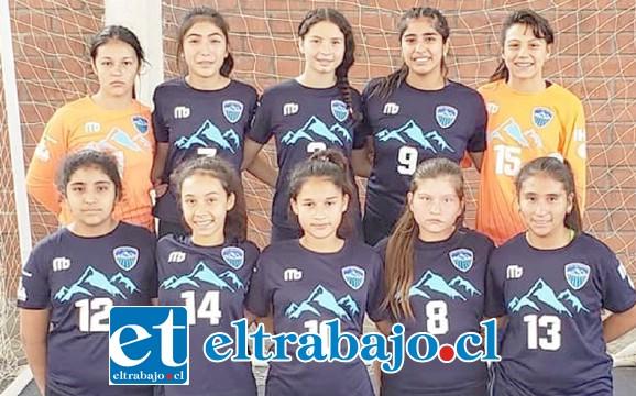 TREMENDAS GUERRERAS.- Ellas son de la categoría Infantil de Balonmano, pertenecientes al Club Deportivo Aconcagua.