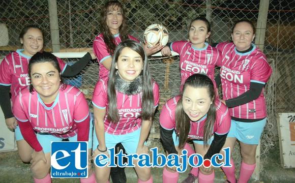 NO SE QUEDAN ATRÀS.- Ellas son parte de las seleccionadas del club, son fuertes, atrevidas y muy comprometidas con este deporte.