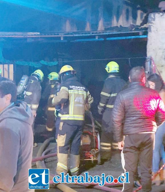 EN INVESTIGACIÓN.- Ahora el Departamento Técnico de Bomberos será el encargado de dictaminar cómo se produjo el chispazo inicial de este gran incendio.