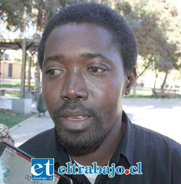 Homany Ouestenor, esposo de Sherling, padre del bebé, sin trabajo y desesperado por manos amigas.