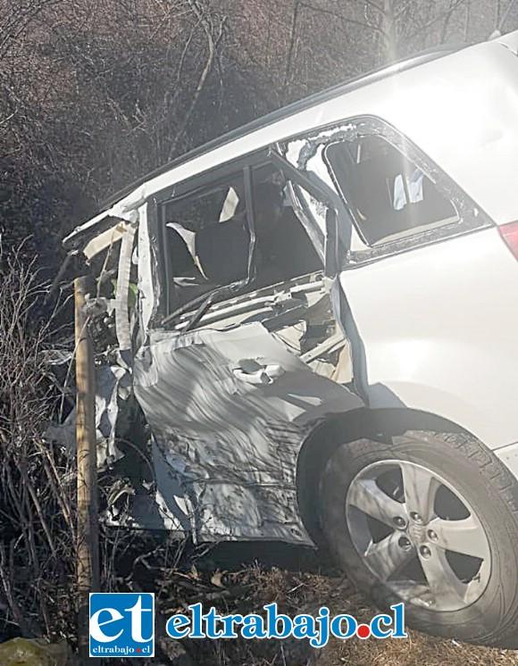 El conductor de este vehículo resultó con lesiones de gravedad, debiendo ser trasladado hasta el Hospital San Camilo de San Felipe.