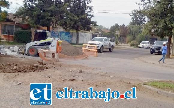 Acá vemos a un vehículo tomando la avenida Miraflores por el costado norte. (Gentileza RP).
