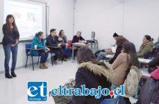 Acá vemos a Érika Chávez impartiendo sus charlas en la Red de Infancia Aconcagua.