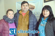 MANOS A LA OBRA.- Ellos son Francesca Aguirre y Pablo Carvallo, de la empresa que donará la jornada de juegos inflables, y la madre de Leonel, doña Alejandra Prado.