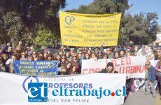 PARO NACIONAL.- Cientos de parvularias y profesores de varias comunas del Valle de Aconcagua se hicieron sentir en el corazón de San Felipe, protestando contra este proyecto de ley.