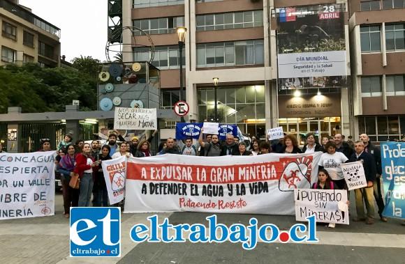 Pese al rechazo que la comunidad de Putaendo ha expresado a la minería y a Vizcachitas Holding, la empresa continúa adelante con su proyectos, sin que las leyes de este país puedan evitarlo.