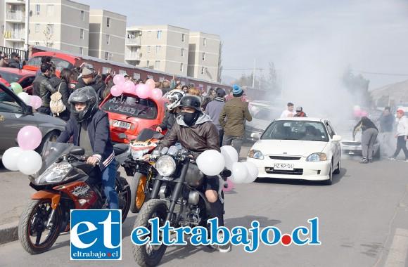 INTRANSITABLE.- Colapsada quedó la calle Diego de Almagro, motoqueros y conductores se tomaron la vía para rendir el último homenaje a Scarlett.
