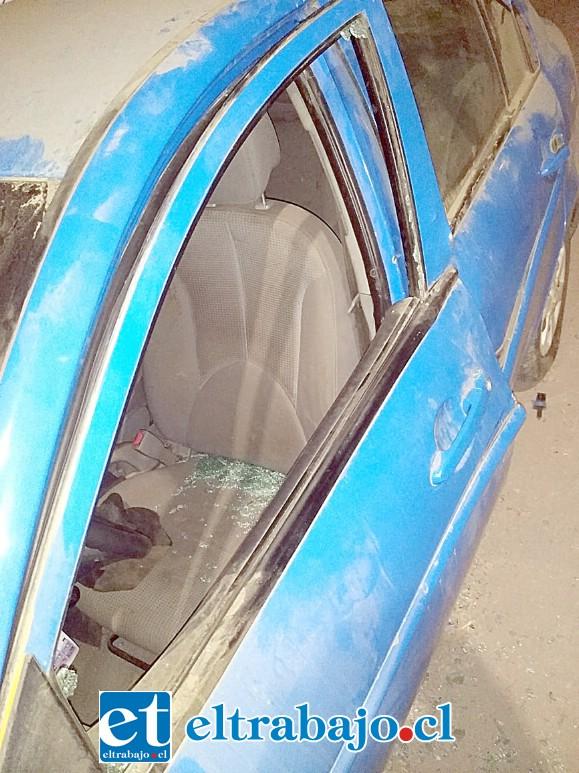 El afectado encontró el vidrio de su automóvil destrozado la tarde de este miércoles.