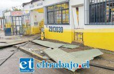 A raíz de la explosión volaron las planchas de zinc desde el local de Lipigas de Calle Portus en San Felipe.