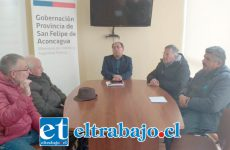 Representantes de comerciantes y vecinos de avenida Maipú conocieron alcances del proyecto de mejoramiento de la Ruta E71 en reunión sostenida con el gobernador de San Felipe, Claudio Rodríguez.