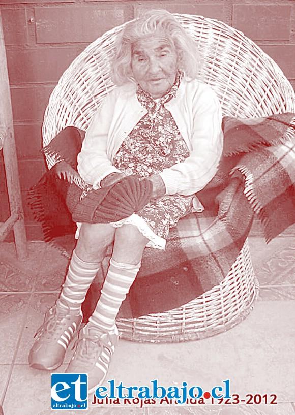 JULITA.- Acá una de las vecinas fundadoras de Algarrobal, Julita Rojas Aranda.