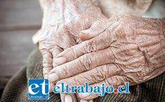 El adulto mayor de 70 años de edad fue hallado muerto por su sobrina al interior de su vivienda en la localidad de El Tártaro de Putaendo la mañana de este viernes. (Foto Referencial).