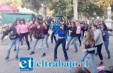 Las profesoras durante la intervención en la esquina de Coimas con Prat.
