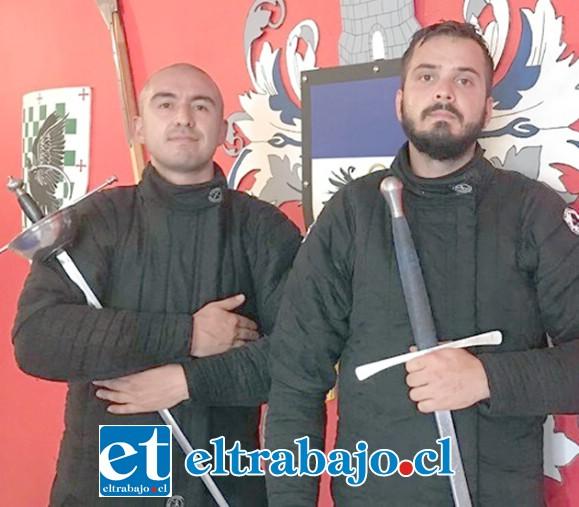 COLOMBIA PRESENTE.- Representando a Colombia, Jonathan Duarte Ariza y Ronald Morales, de la Sala de Armas 1492.
