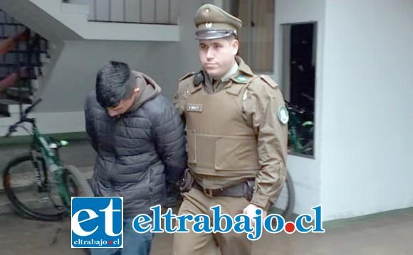 El automovilista de 24 años de edad fue detenido por Carabineros para ser derivado hasta Tribunales y ser formalizado por la Fiscalía de San Felipe por el delito de Microtráfico de drogas.