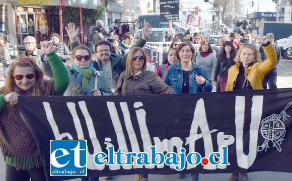 CON FIRMEZA.- Las pancartas en alto fueron claros mensajes de la postura que cada protagonista aconcagüino mantiene en este movimiento nacional.