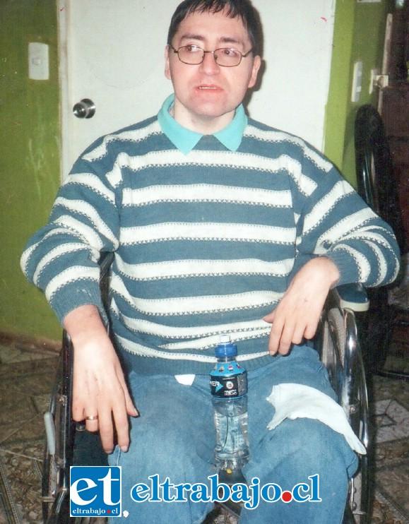 GRAN LUCHADOR.- En esta silla de ruedas él se desplazaba, de seguro ahora descansa en un mejor lugar.